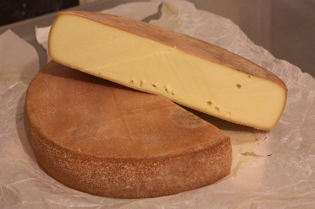 Demi meule de fromage à raclette